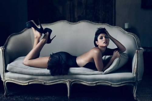 Morena Baccarin voor Esquire