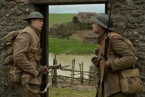 Dean-Charles Chapman en George MacKay in Sam Mendes 1917 recensie