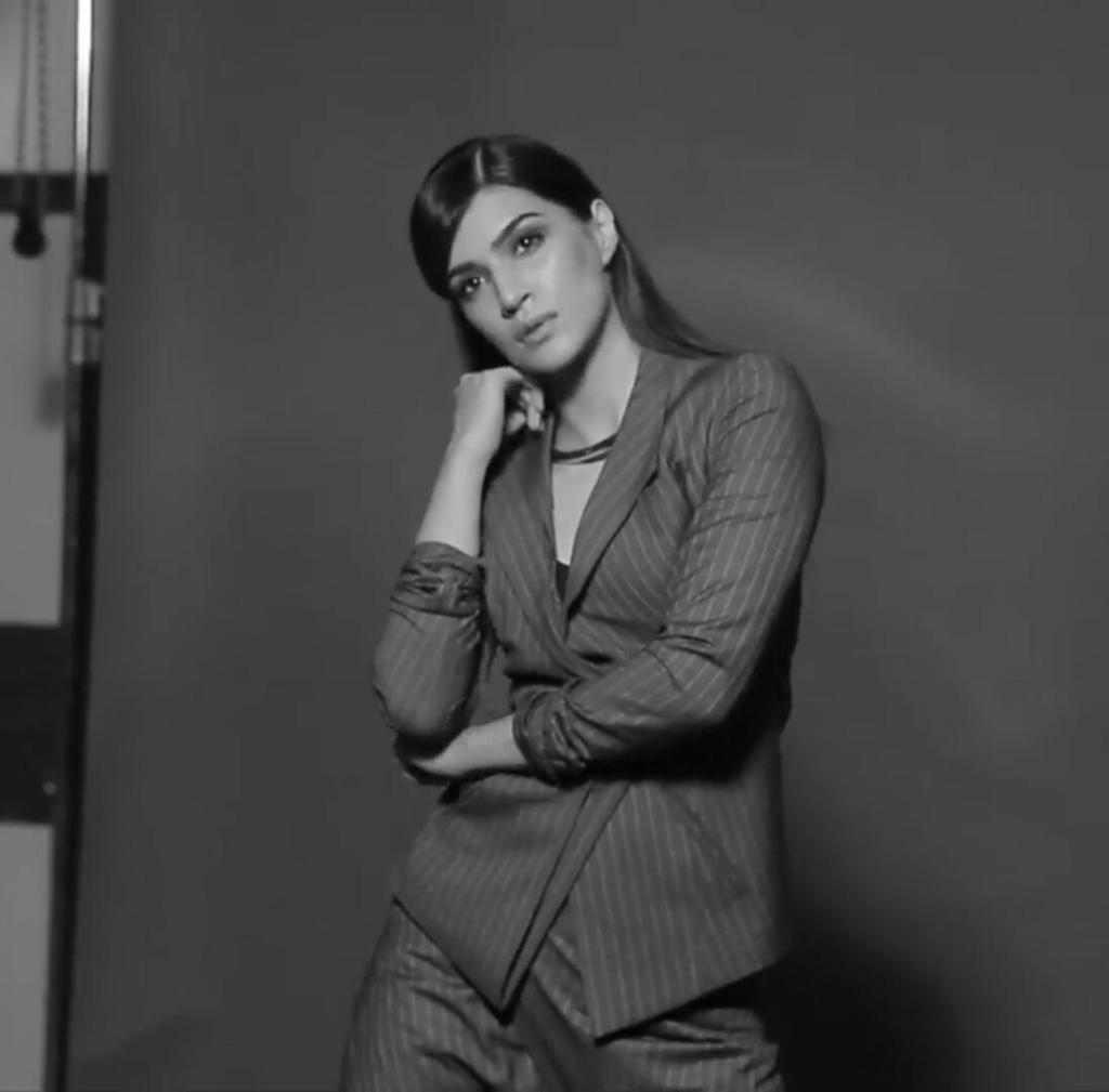 Kriti Sanon Photoshoot Of Maxim Magazine December 2016 Issue Image 7