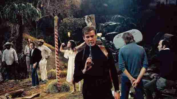 xl James Bond 2012