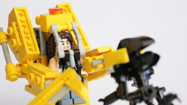 31419873002 61ac61eb1b o 600x337 How To Build An 'Aliens' Power Loader With LEGO