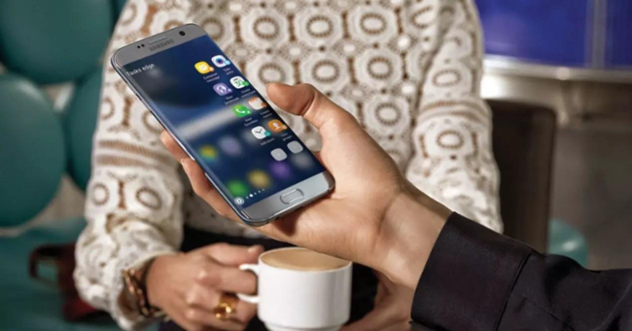Samsung Galaxy S7 Edge en la mano