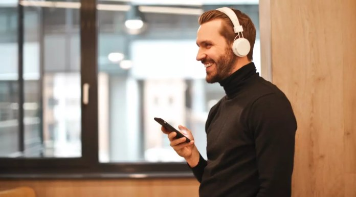 bluetooth headphones and mobile