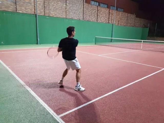 Persona con raqueta