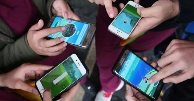 móviles en mano