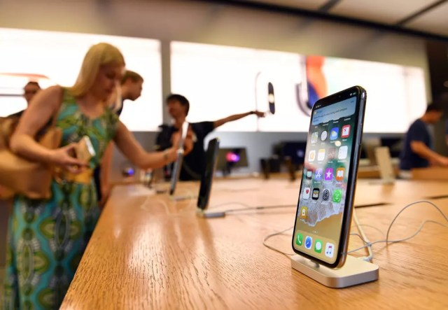 iPhone X en un stand de Apple