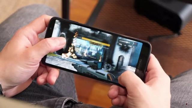 Videojuego mostrado en la pantalla de un smartphone