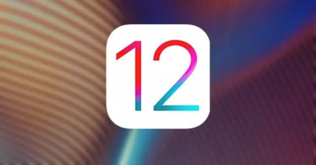 Logotipo de iOS℗ 12 con fondo de varios colores