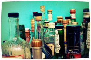 Alcohol doodt langzaam. Maakt niet uit. We zijn niet gehaast. Georges Courteline