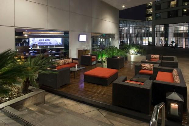 Uvas Lounge & Bar