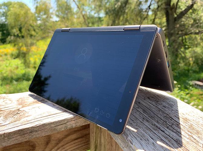 Le Chuwi MiniBook 8 en mode tente