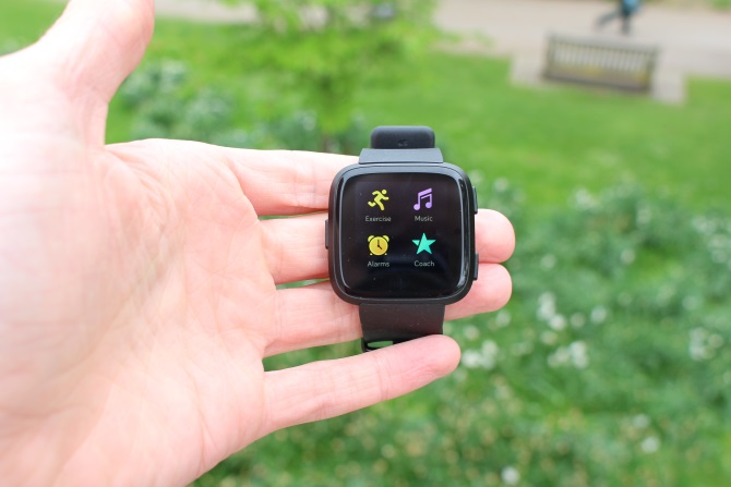 Fitbit Versa Review: Fitbits bisher bester Laptop?  Fitbit Versa 1