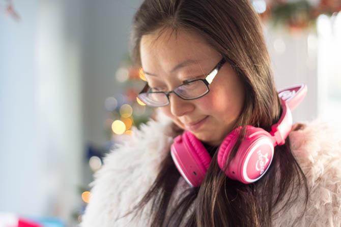 Mindkoo Unicat Cat Ear Kopfhörer: Süß und sie leuchten Unicat Mindkoo am Hals