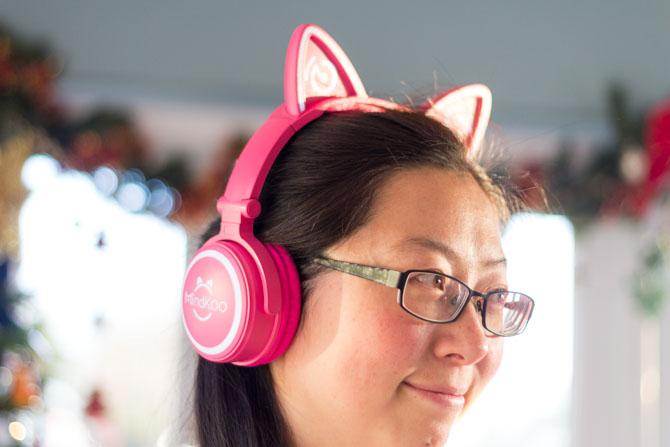 Mindkoo Unicat Cat Ear-Kopfhörer: Süß, und sie leuchten auf der Mindkoo Unicat-Seite auf