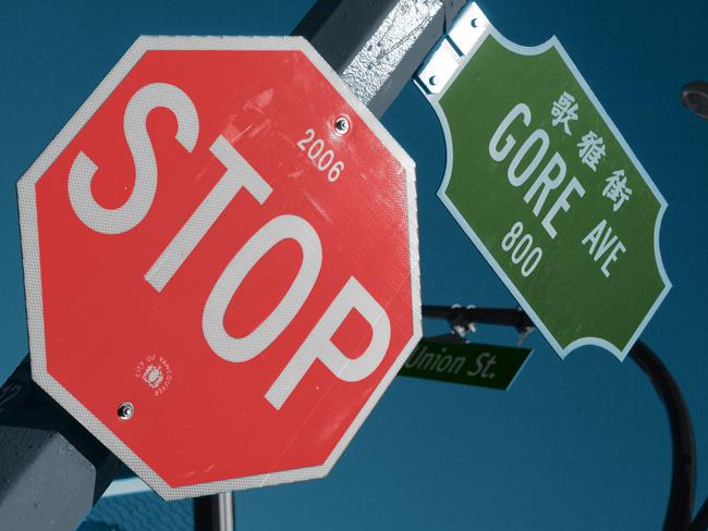 Panneau d'arrêt Gore Ave photo colorisée terminée