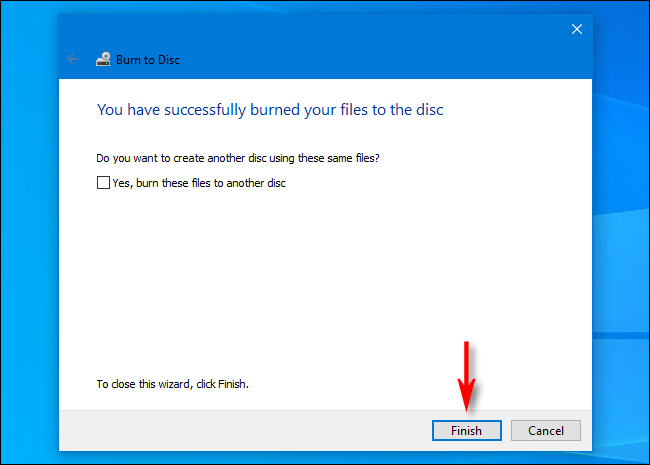 Une fois la gravure de disques terminée dans Windows 10, cliquez sur «Terminer».