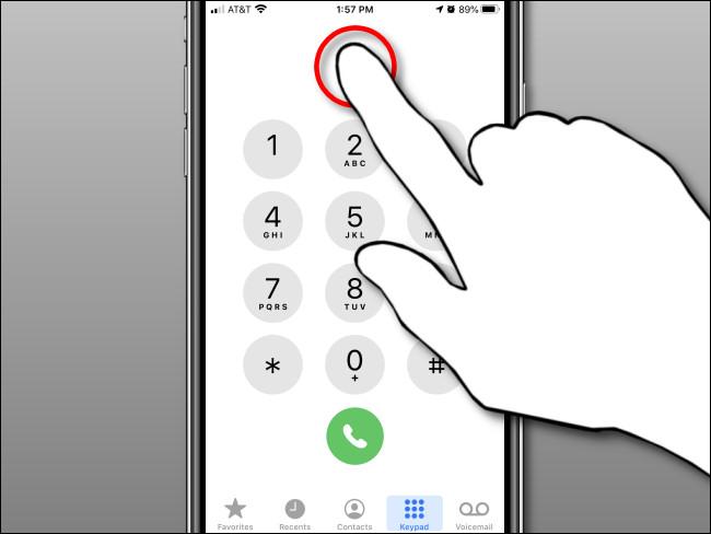 Halten Sie im Nummernanzeigebereich gedrückt und lassen Sie ihn dann in der iPhone Phone App los.