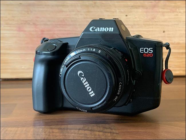 Un Canon EOS 620.