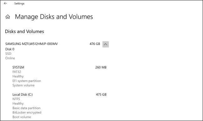 """le """"Gérer les disques et les volumes"""" écran dans l'application Paramètres de Windows 10."""