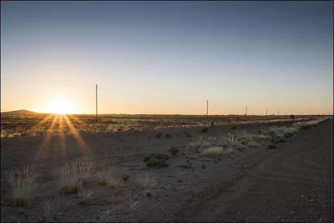 Version modifiée de l'image du coucher du soleil précédente avec des détails désormais visibles dans les zones en surbrillance et ombrées.