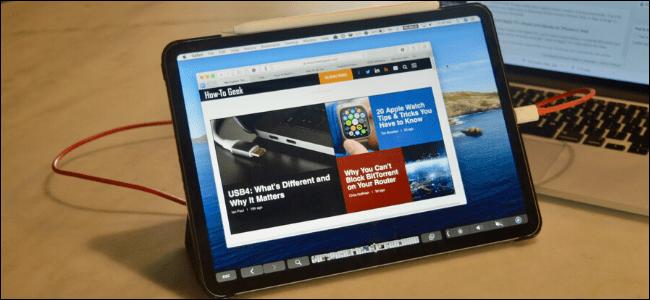 Un iPad Pro connecté à un MacBook et utilisant l'application Duet.