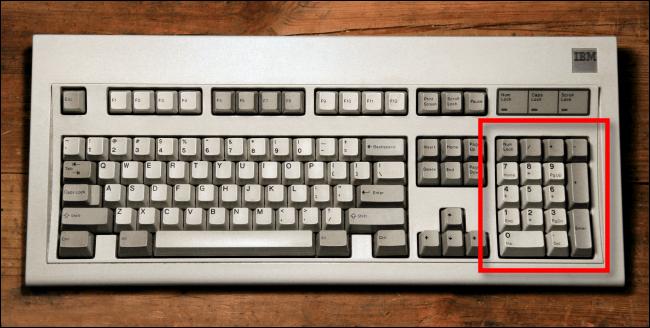 Tastierino numerico su una tastiera IBM Model M.