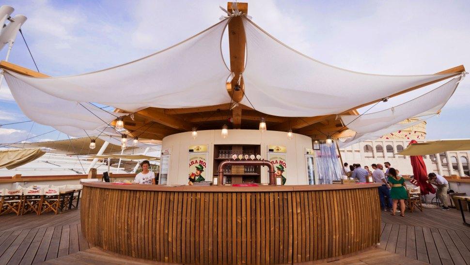 Bottega Moretti, il padiglione in legno xlam di Birra Moretti a Expo 2015 - bancone terrazzo