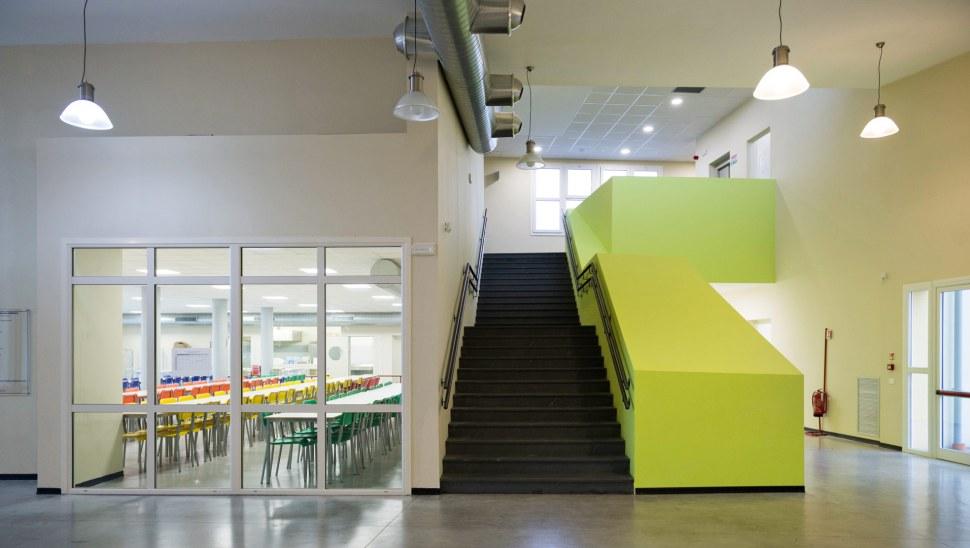 Scuola in legno antisismica x-lam bbs a Vigarano Mainarda, Ferrara 01 - atrio interno