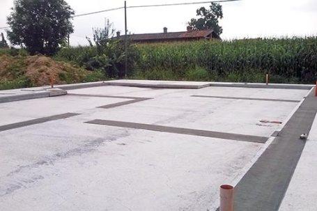 Cantiere villetta in legno x-lam BBS a Picchi Cherasco - platea di fondazione