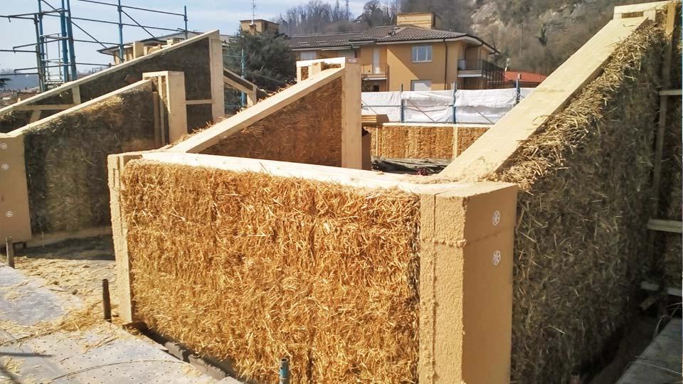Case in paglia - sopraelevazione in legno e paglia ad Arona - Cantiere