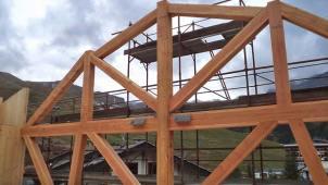 cantiere Hotel in legno BBS xlam a Cervinia - tetto in larice