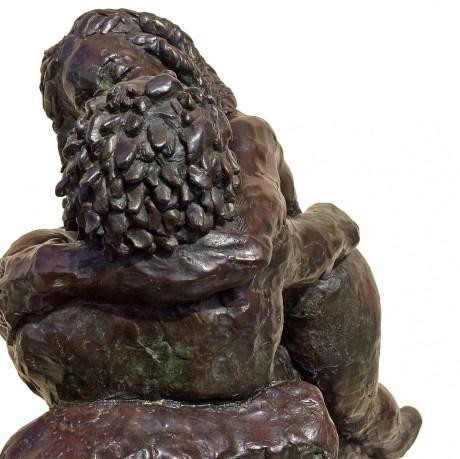 El Beso, the kiss bronze sculpture by artist Manuel Palacio