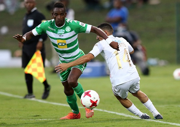 Bloemfontein Celtic and Zimbabwe Warriors left back Ronald Pfumbidzayi (in green) dribbles past Bidvest Wits midfielder Daylon Claasen during a Telkom Knockout encounter. Photo by Anesh Debiky/Gallo Images