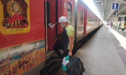 indian-railway-bags-on-wheels-service-starts-mplive