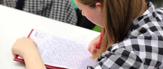 Une dictée pour soutenir l'alphabétisation