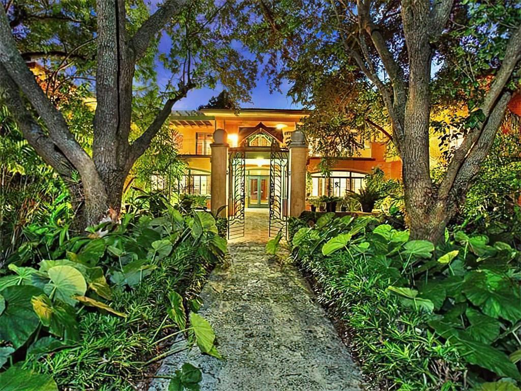 Java Head Garden Entrance
