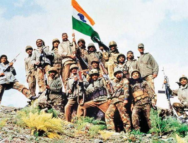 भारत-पाकिस्तानमध्ये कारगिल युद्धाची सुरुवात.