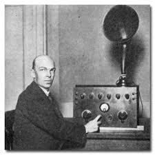 एडविन आर्मस्ट्राँगने पहिल्यांदा एफ.एम. लहरींचे प्रसारण केले.