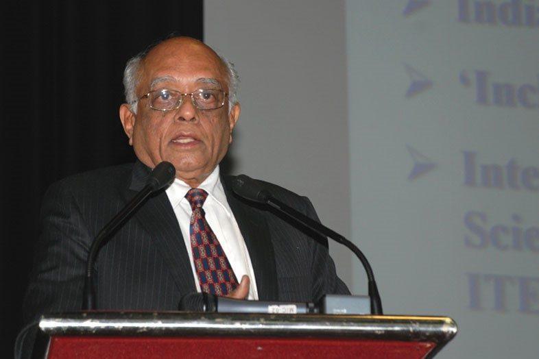 ज्येष्ठ अणूशास्त्रज्ञ आणि आणूऊर्जा आयोगाचे अध्यक्ष डॉ. आर चिदंबरम
