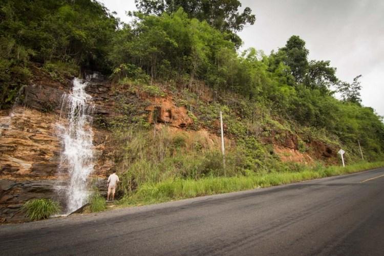 戈公的山區瀑布