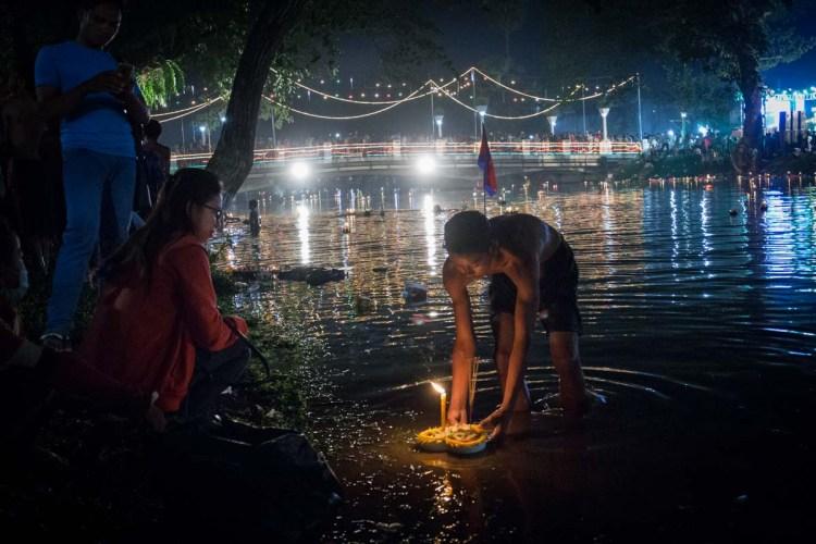 柬埔寨送水節