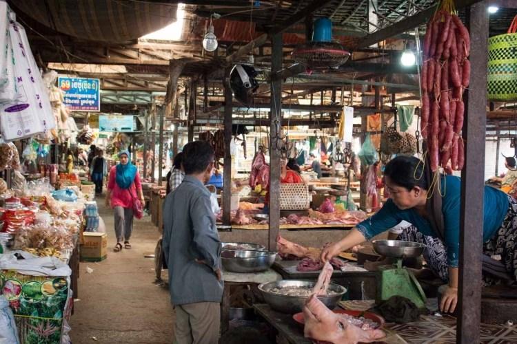 沙乐菜市场 (phsar leu thom thmey)