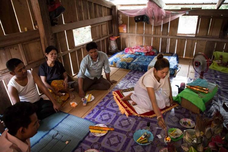 柬埔寨乡下女道士