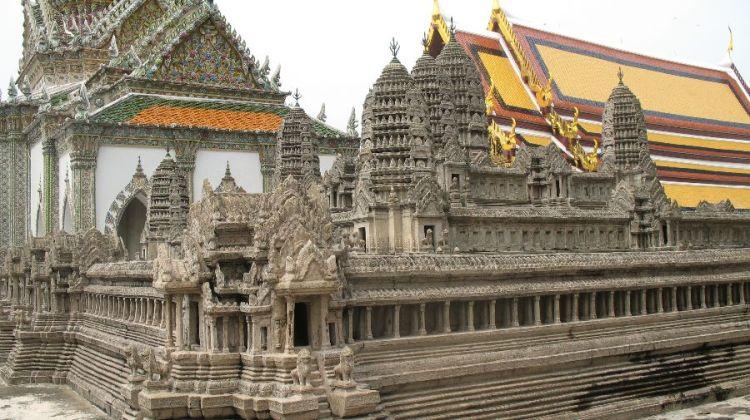 玉佛寺的吴哥窟模型