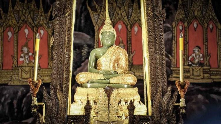 泰国玉佛寺的玉佛 (Emerald Buddha)