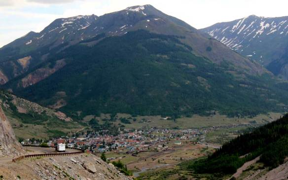 Drive_in_to_Silverton_CO