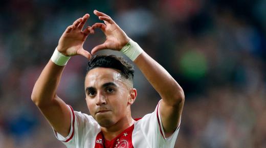 الدولي المغربي عبد الحق نوري لاعب نادي أياكس أمستردام الشاب الذي تشبث بالحياة