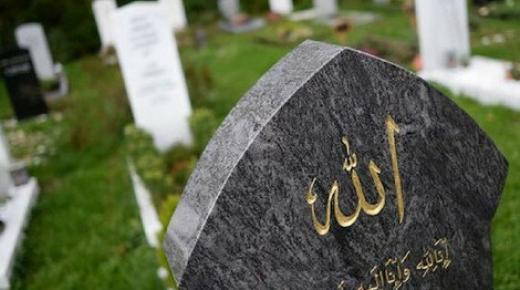 علماء مغاربة يفتون بجواز دفن موتى المسلمين في بلدان الإقامة