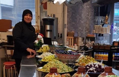 عائشة بن بابا.. مسار متميز في عوالم الطبخ بين المغرب وفنلندا