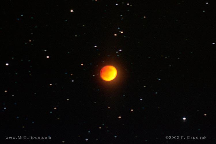 Firmamento fotografato durante un'eclissi totale di Luna